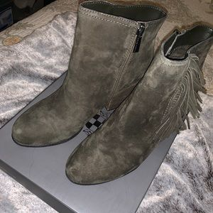 Size 10 Vince Camuto olive green booties